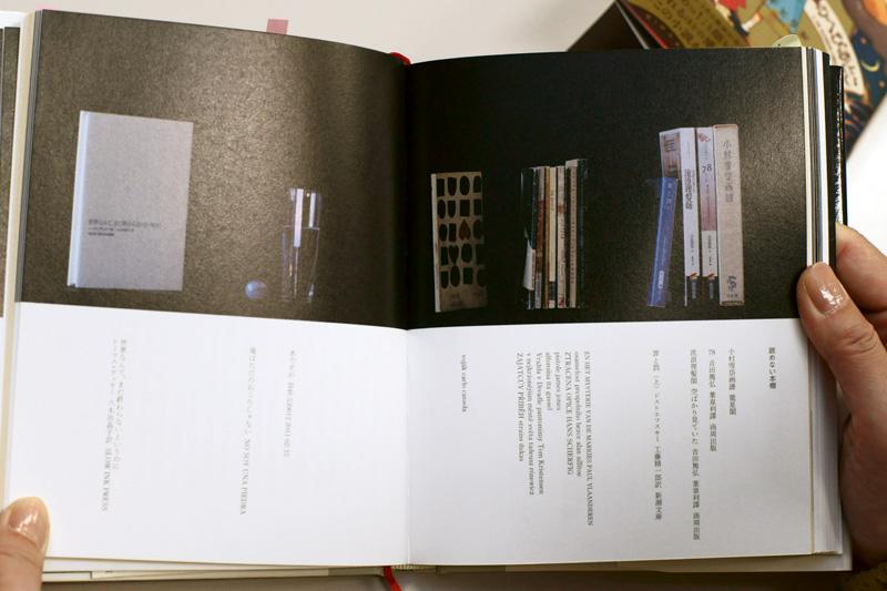 「読めない本」棚