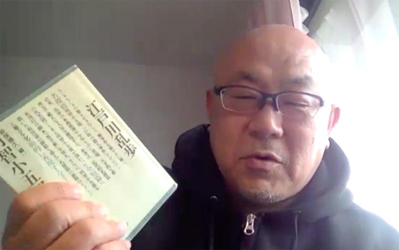 佐藤さんが手にしているのは講談社の『明智小五郎全集』