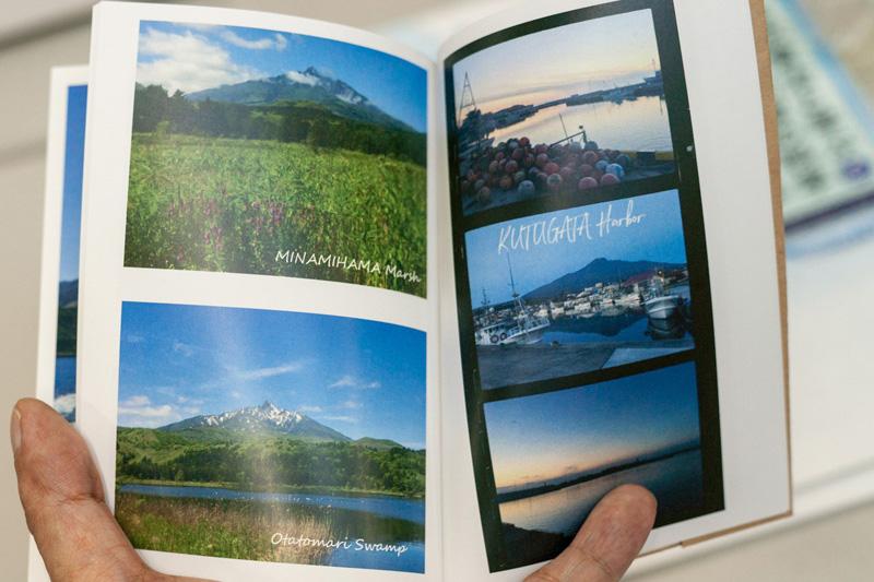 左ページ下の写真はオタトマリ沼から見た利尻富士。「札幌銘菓『白い恋人』のパッケージで知られていますよね