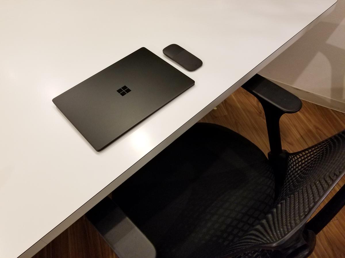 ビジネスの相棒にSurface Laptop 2