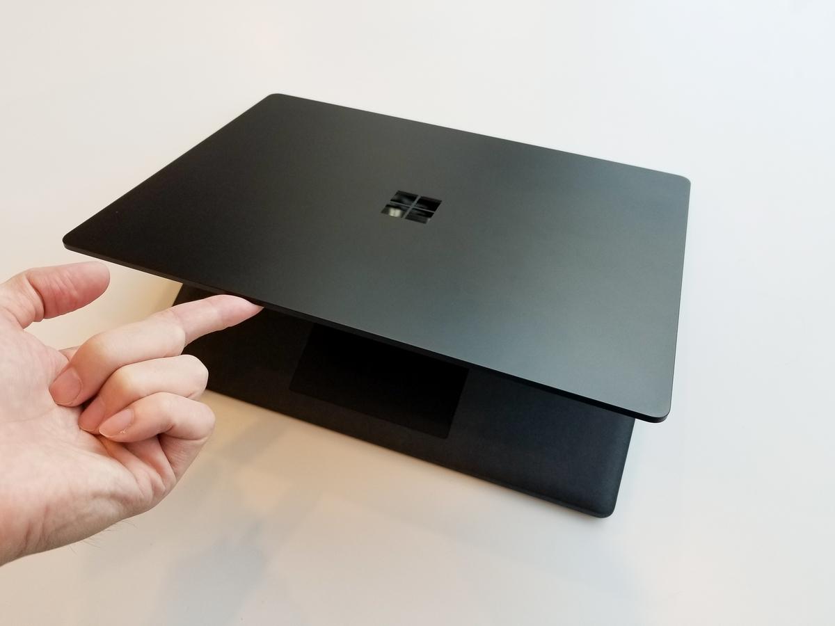 Surface Laptop 2を開ける