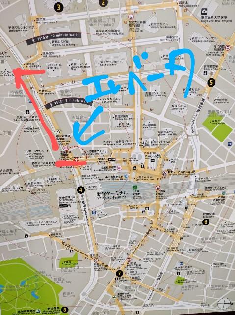 京王新線新宿駅から赤線のとおり都庁方面に歩いたらエレベータなかった 最寄りのエレベーターは駅のほう