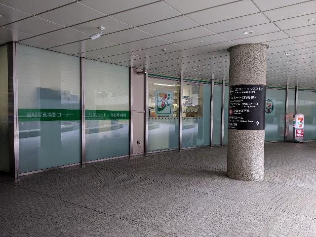 都庁地下1階パスポート課 目の前 証明写真撮影所あり