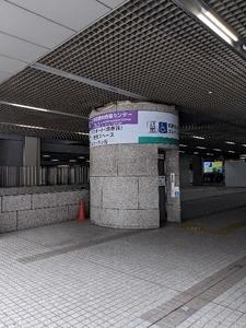 都庁前広場から歩いてエレベーター前へ