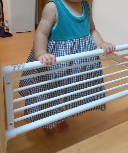 子供侵入防止突っ張り棒(柵)でちゃんと入れなくなっている