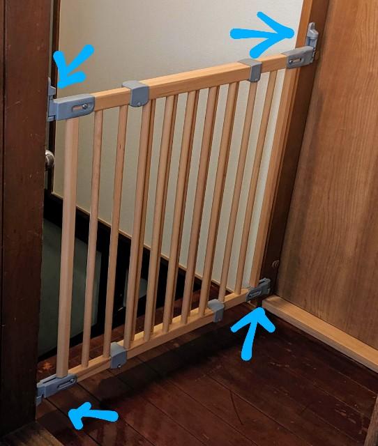 床フラットタイプのベビーゲート 階段上 壁に金具で固定