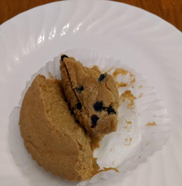 タピオカミルクティー風ケーキの底にタピオカがいくつか見えている写真