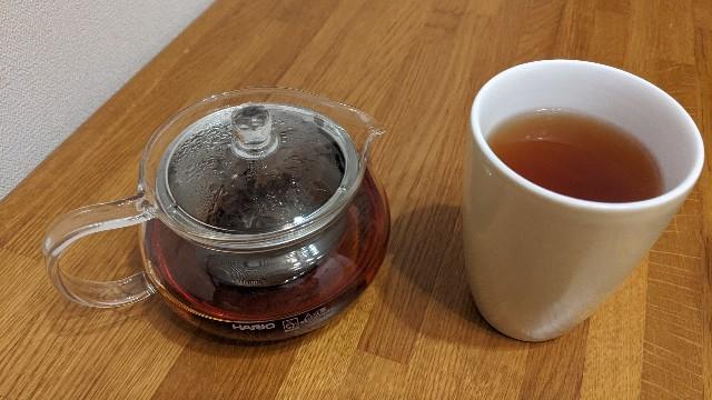 膨鼠紅茶のティーポットと湯のみの写真