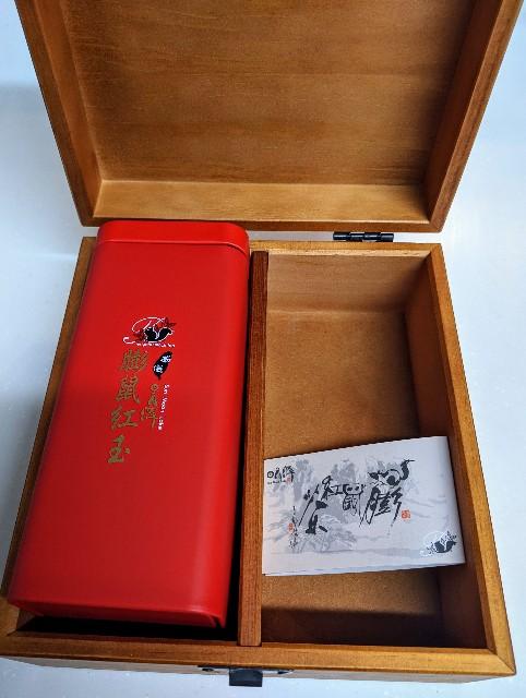 膨鼠紅茶の木箱の写真
