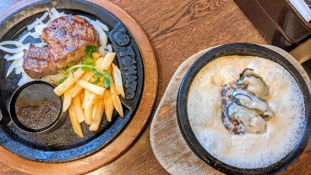 トマトアンドオニオンのステーキと牡蠣のクリーム煮ハンバーグ