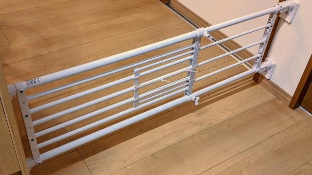 突っ張り柵,突っ張り棒,突っ張り棚による赤ちゃん侵入防止の写真
