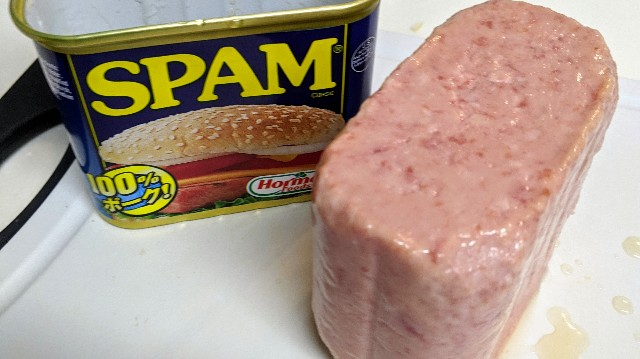 スパム缶を開けて中を取り出した写真