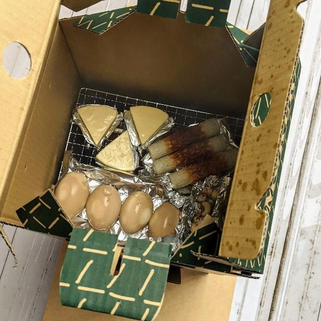 燻製する食材(チーズ、たまご、ちくわ、ミックスナッツ)の写真