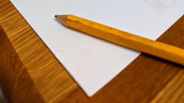 メモと鉛筆の写真