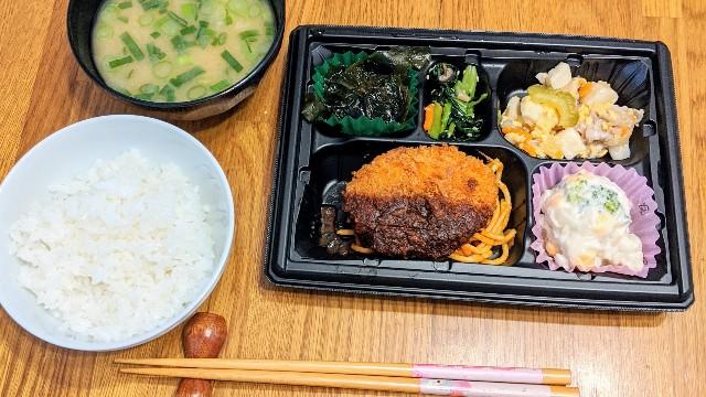 ワタミの宅食(まごころおかず)の味噌カツの日の写真