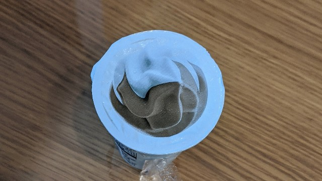 飲むソフトクリーム(チョコミックス)を上から見たところの写真