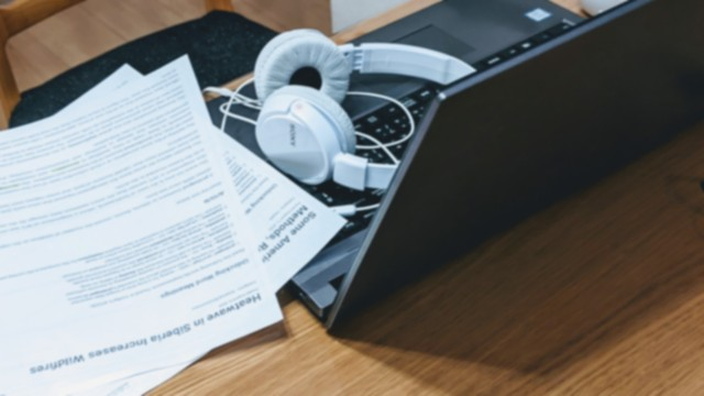 オンライン英会話で勉強している様子の写真