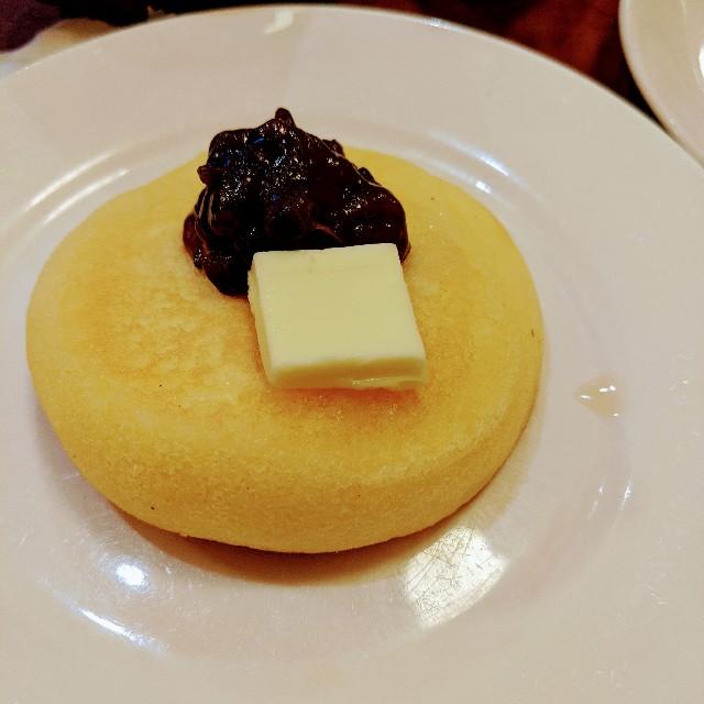 グラッチェガーデンズ「おかわり自由パンケーキセット」のあんバターの写真