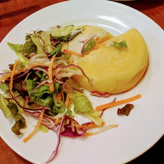 グラッチェガーデンズ「おかわり自由パンケーキセット」のシーザーサラダの写真