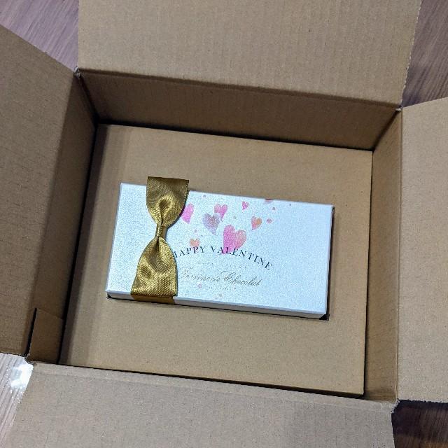 ル コキヤージュのテリーヌ ドゥ ショコラ到着時の段ボールの中身写真(ショコラの箱)