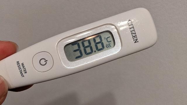 38.8℃の体温計の写真