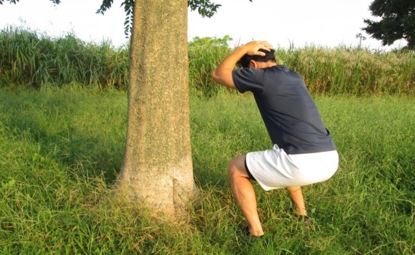 スクワットの正しいやり方を覚えて腹筋を効果的に鍛えろ