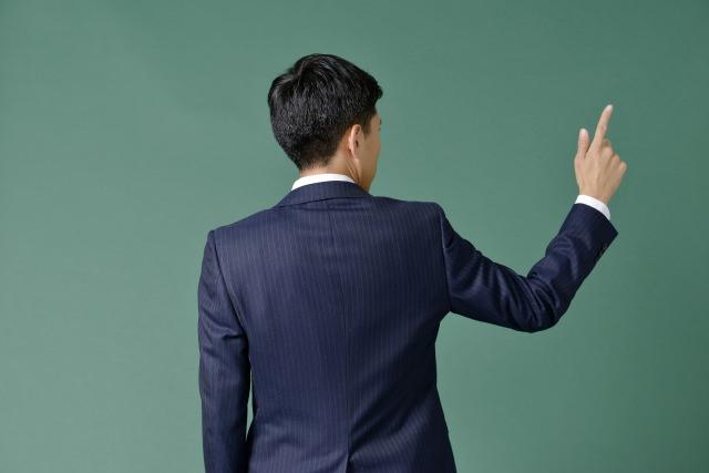 率先垂範とは人の先頭に立って物事を行い模範を示すこと
