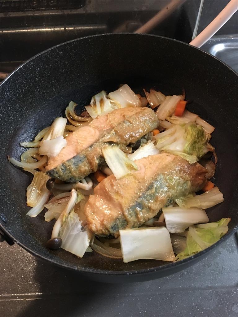 鮭の柚子胡椒味噌漬けが焼けてきたらバターを投入