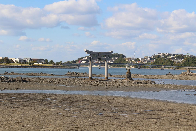 香椎浜北公園から見える御島の鳥居の写真