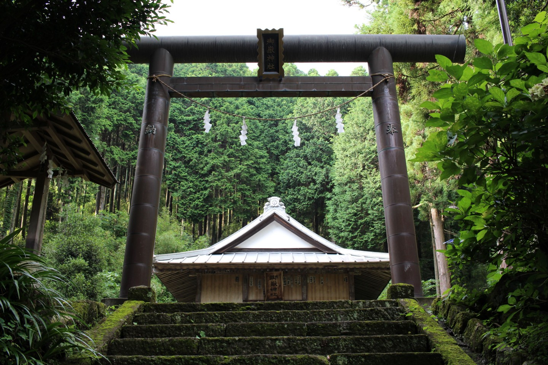 秦野市蓑毛 御嶽神社の写真1
