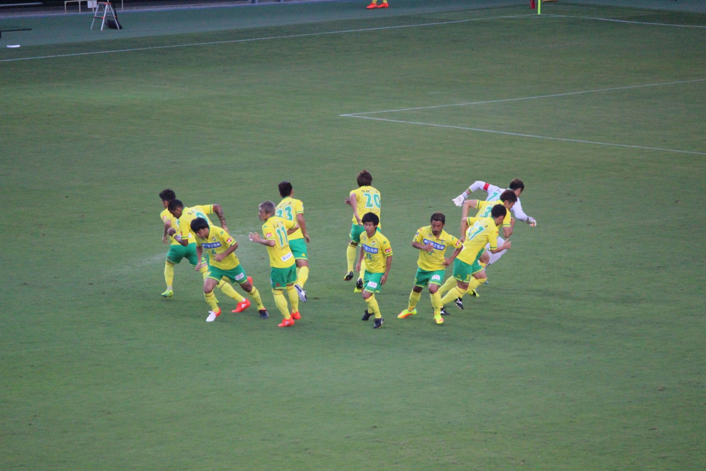 J2 第27節 ジェフ千葉 VS 愛媛FC 前半の円陣ダッシュの写真
