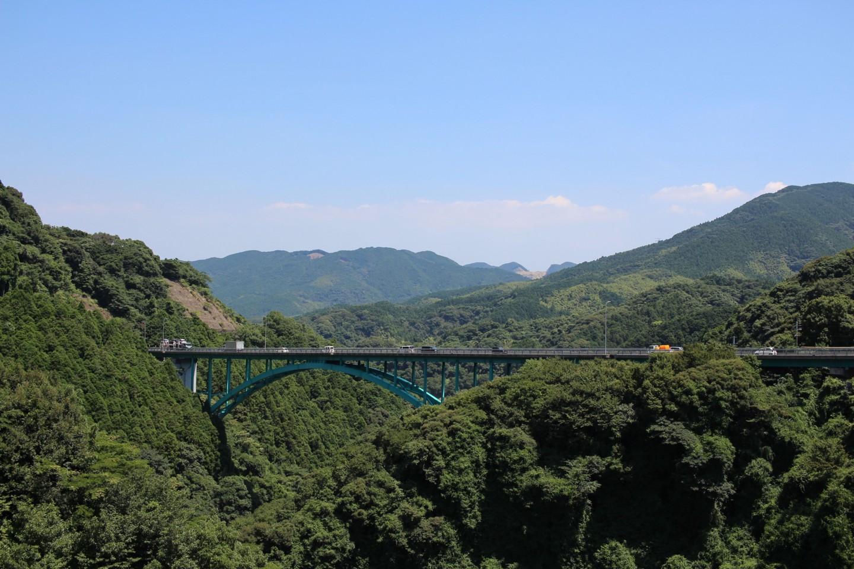 犬鳴ダムから見える橋の写真
