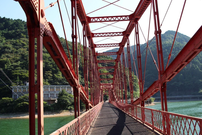 河内貯水池の橋の写真