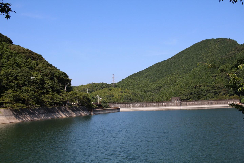 河内貯水池のダムの写真