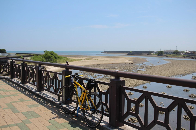 浜の宮海岸の橋にてフジ パレットの写真