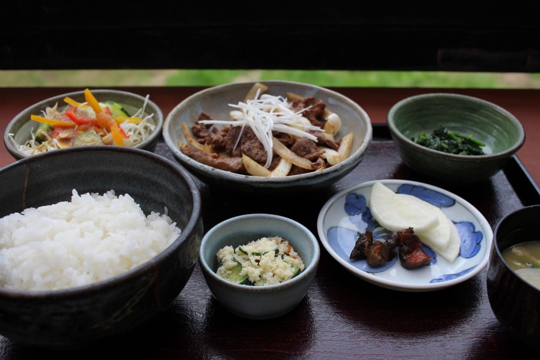 八菜家の馬肉丼の写真