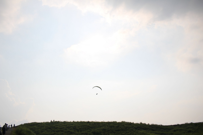 大観峰でのパラグライダーの写真1