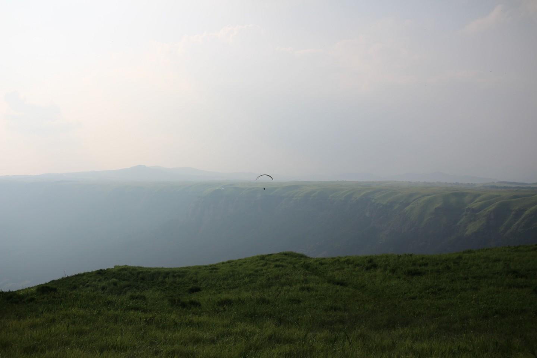 大観峰でのパラグライダーの写真2