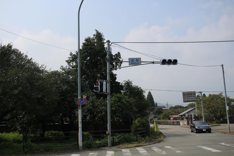 坂梨の交差点の写真