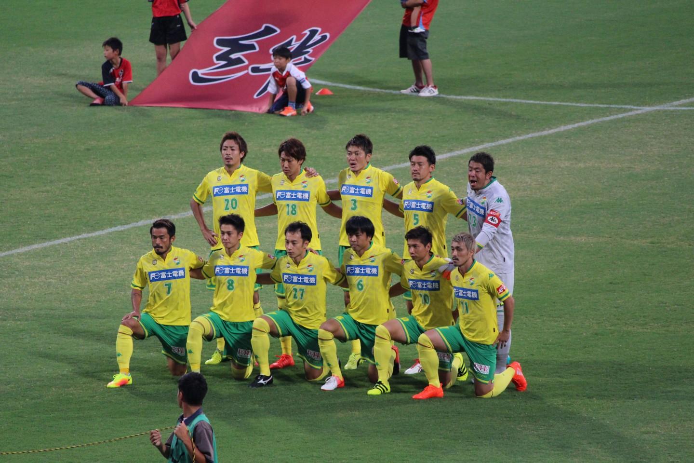 J2 第29節 熊本 VS 千葉 試合開始前の記念撮影の写真