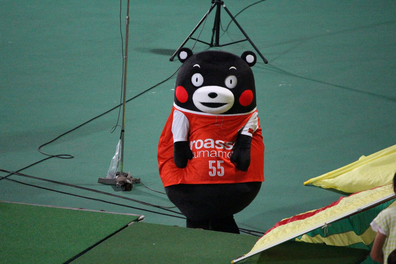 J2 第29節 熊本 VS 千葉 ハーフタイムのくまモンの写真