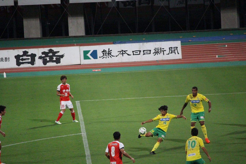 J2 第29節 熊本 VS 千葉 町田選手のシュートシーンの写真