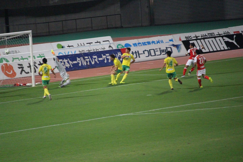 J2 第29節 熊本 VS 千葉 岡本選手の2得点目のシーンの写真