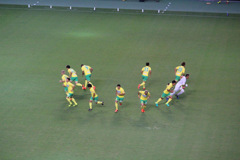 天皇杯1回戦 ジェフ千葉 VS 北海道教育大学岩見沢校 前半の円陣ダッシュの写真