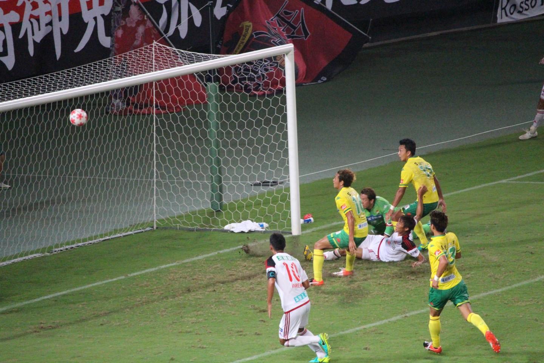 天皇杯 2回戦 千葉 VS 金沢 試合終了間際のピンチの写真