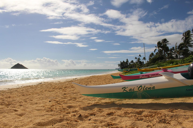 ラニカイ・ビーチとカヌーの写真