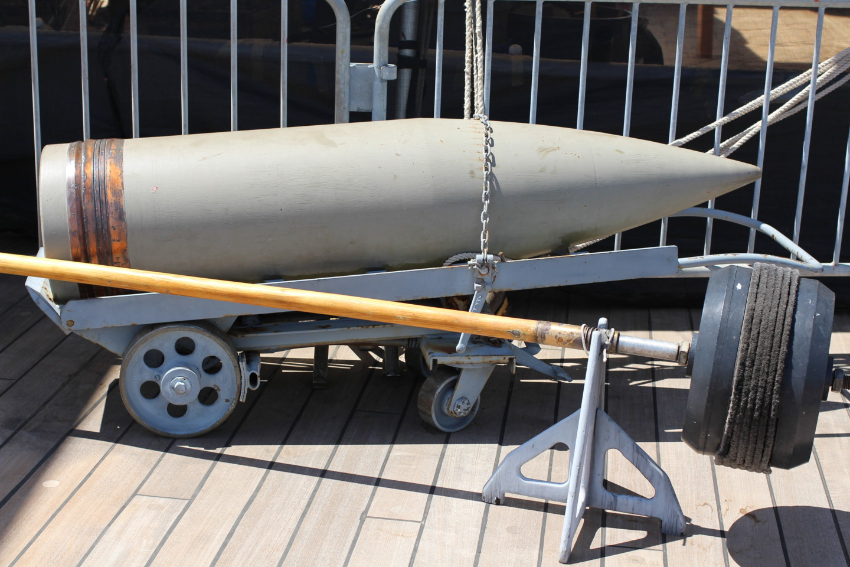 戦艦ミズーリの主砲の玉の写真
