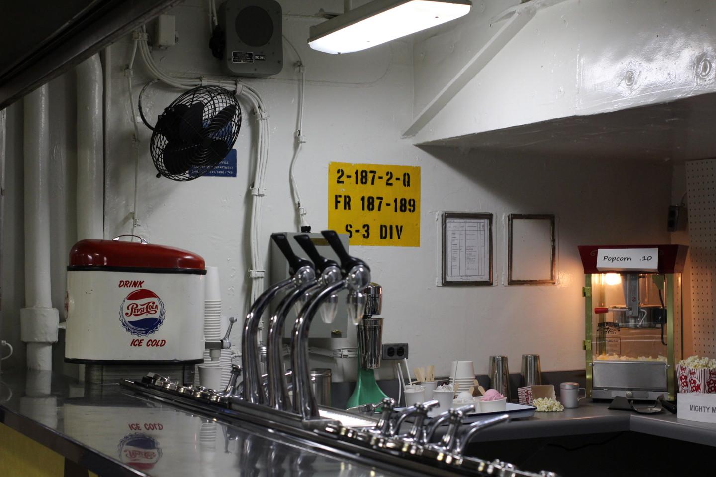 戦艦ミズーリの食堂のカウンターの写真