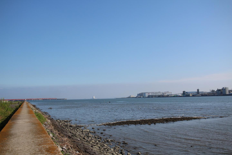 羽田空港付近の海の写真