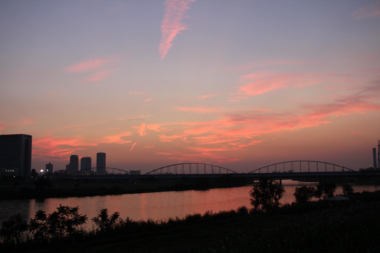 多摩川の夕暮れの写真